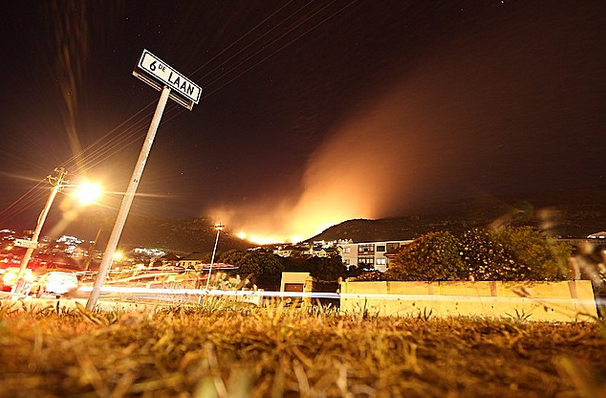 FISH HOEK VALLEY IS ON FIRE. AGAIN. (PHOTOS)