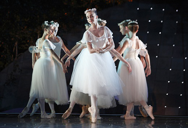 Laura-Bonseberg-in-Les-Sylphide-by-Paty-Bromilow-Downing