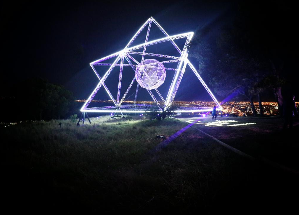 Sunstar Installation, Signal Hill - image by @PioniBekker