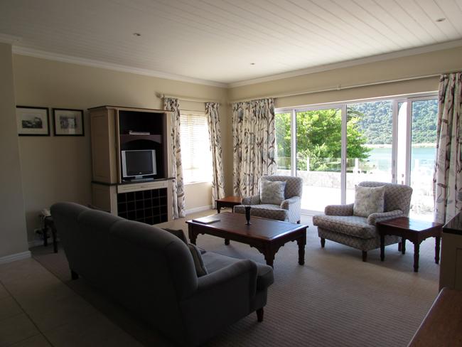Lake Pleasant suite lounge