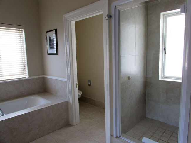 lake pleasant living suite bathroom