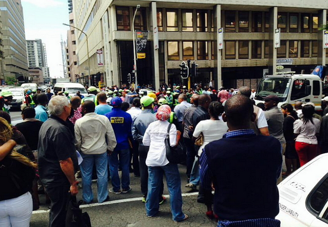 BREAKING: GUNFIRE ON STRAND STREET WITH ROBBERS DRESSED AS POLICEMEN