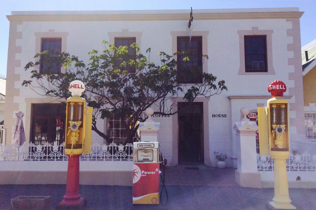 MEANDERING THROUGH MATJIESFONTEIN