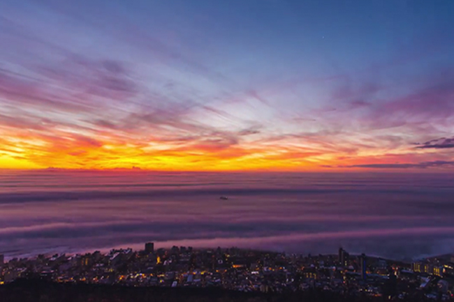 STUNNING TIME LAPSE VIDEO OF THE FOG ROLLING OVER CAPE TOWN