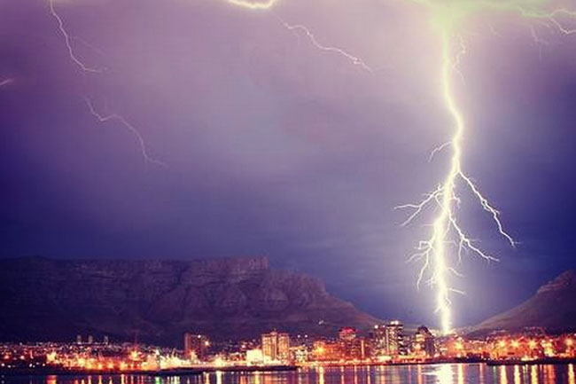 THE LIGHTNING SHOW IN CAPE TOWN LAST NIGHT