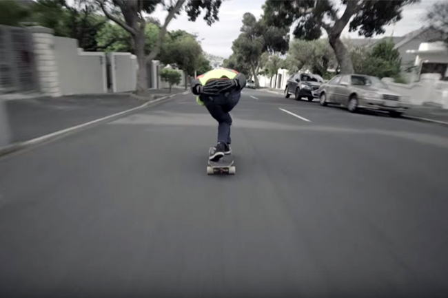 DOWNHILL SKATER FLIES DOWN CAPE TOWN STREETS (VIDEO)