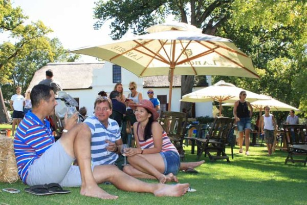 Visitors-to-OmmiBerg-Round-The-Rock-Festival-enjoying-the-relaxed-atmosphere-at-Laborie-in-Paarl.