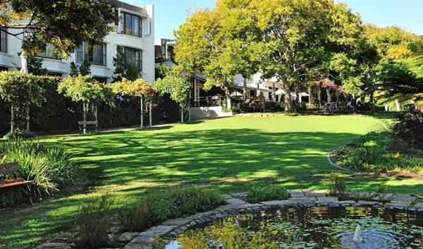 2vineyard-Hotel-Garden-Fountain