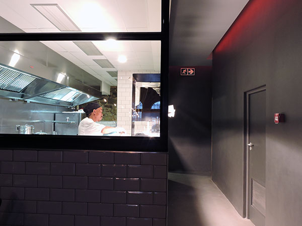 Burger-and-lobster-kitchen
