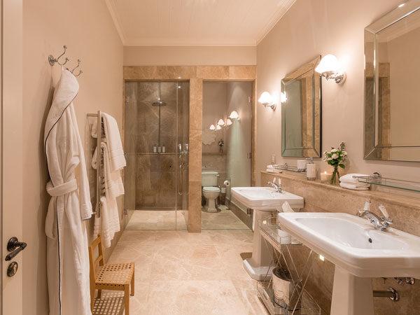 Leeu-Estates-Classic-Room---Shower-Only