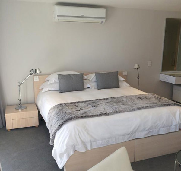 south-beach-holiday-accommodation-bed-2