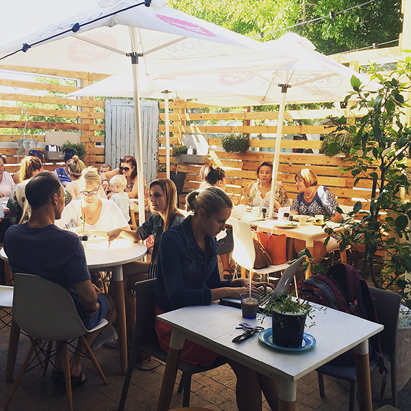 the-lader-cafe-1