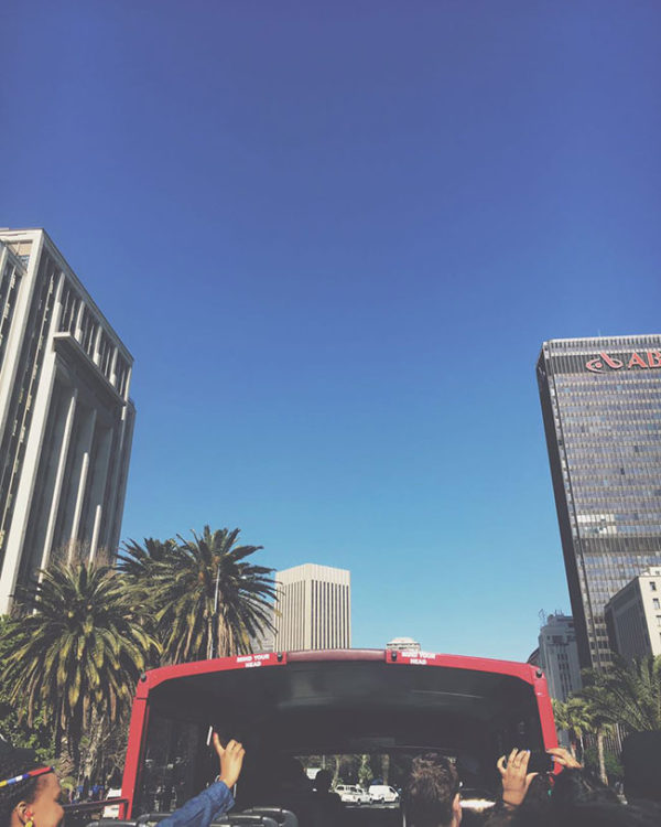 table-mountain-red-bus