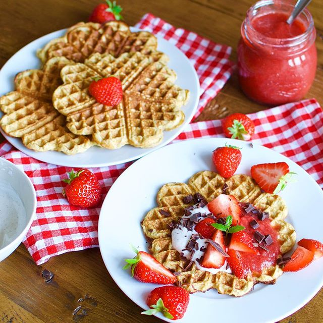 Low carb waffles with caramelised banana and fresh strawberries with Caralishious