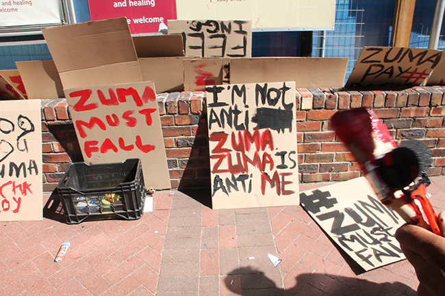 Protesters placards Ahmed Kathrada memorial 2 – Yazeed Kamaldien