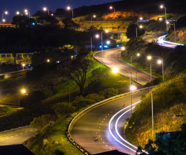 De Waal Drive by night by @dolfieman