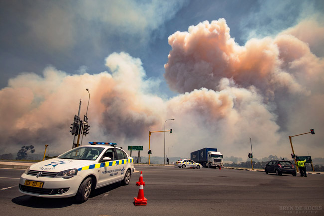 Fire on Sir Lowry's Pass - N2 closed
