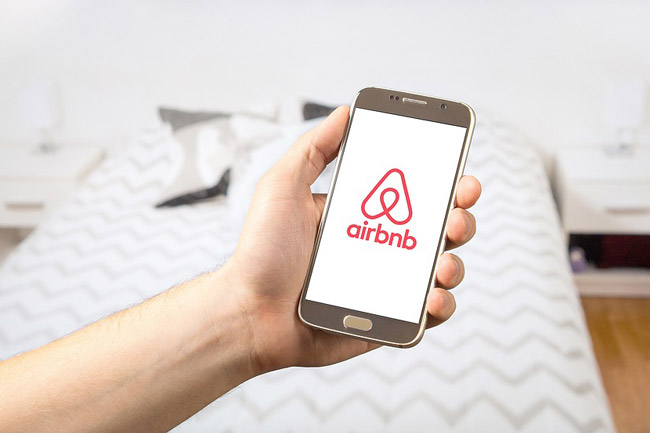 Airbnb begins low-flow shower head hand out