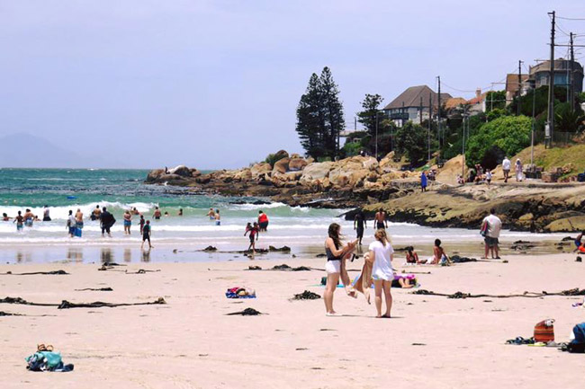 Teenagers mugged on Fish Hoek beach