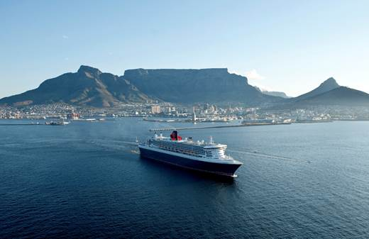 Queen Mary 2 sails into Cape Town