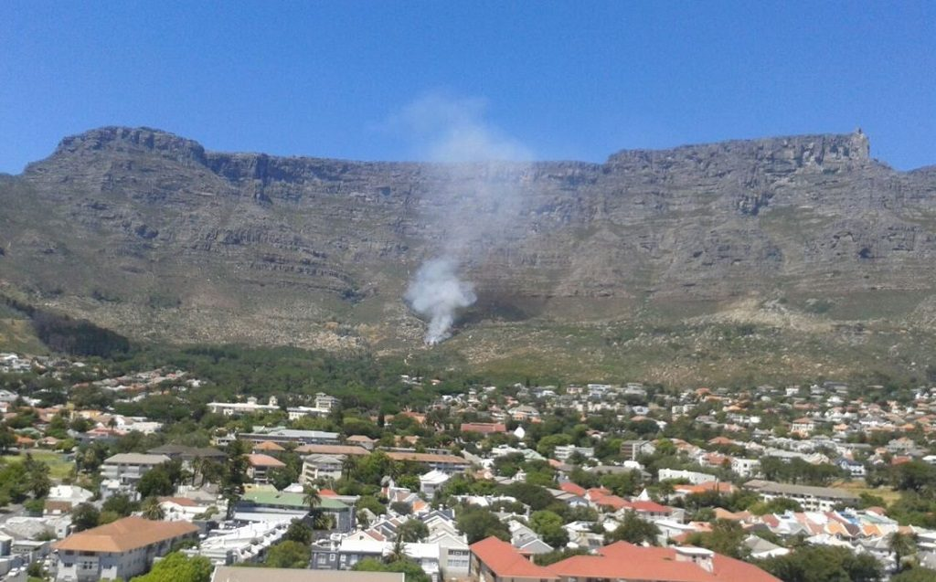 Firefighter dies battling Table Mountain blaze