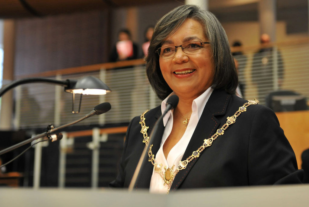 De Lille will endure no confidence motion on one condition