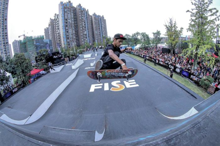 Local skater doing flippen amazing tricks