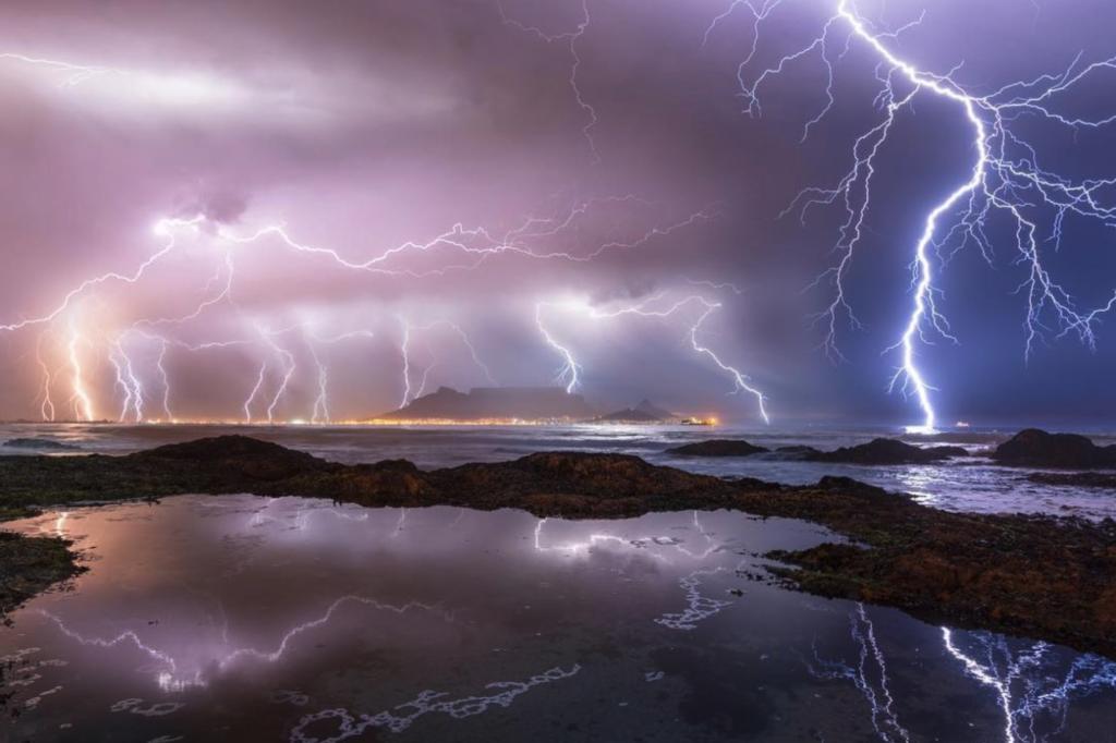 Lightning strikes Cape Town