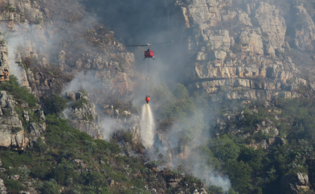 Fire currently spreading above Kirstenbosch was caused by a massive rockfall