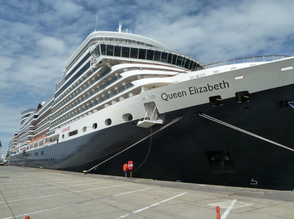 Queen Elizabeth docks in Cape Town