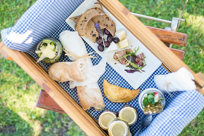 Allée Bleue... a picnic for all seasons