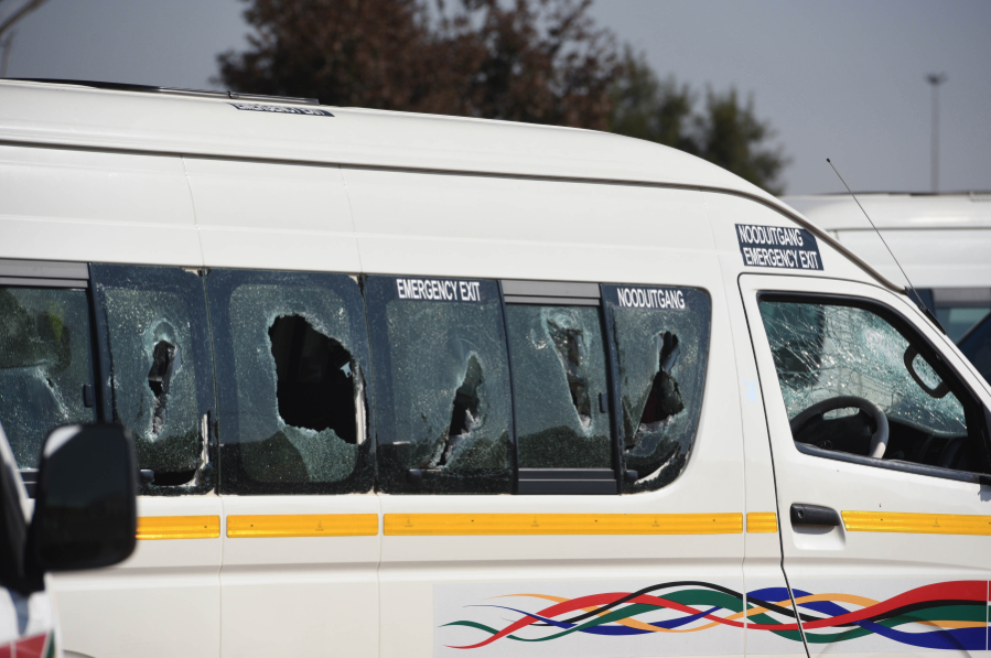 Minister threatens to close taxi ranks if violence doesn't stop