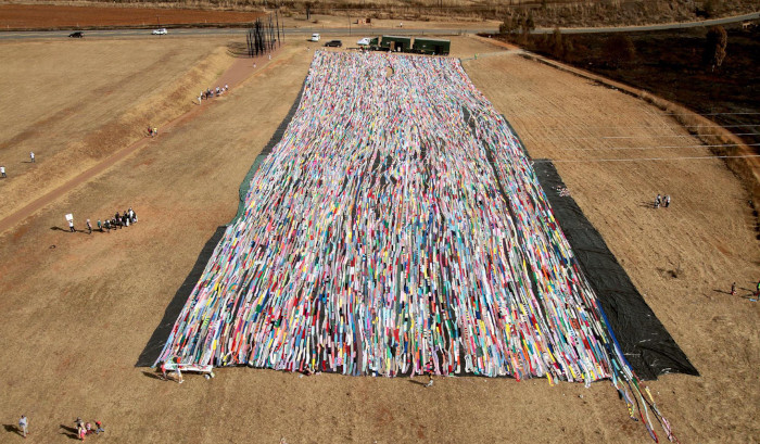 Giant Crochet blanket breaks world record