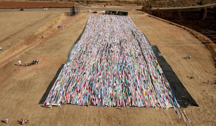 Giant Crochet blanket breaks world record