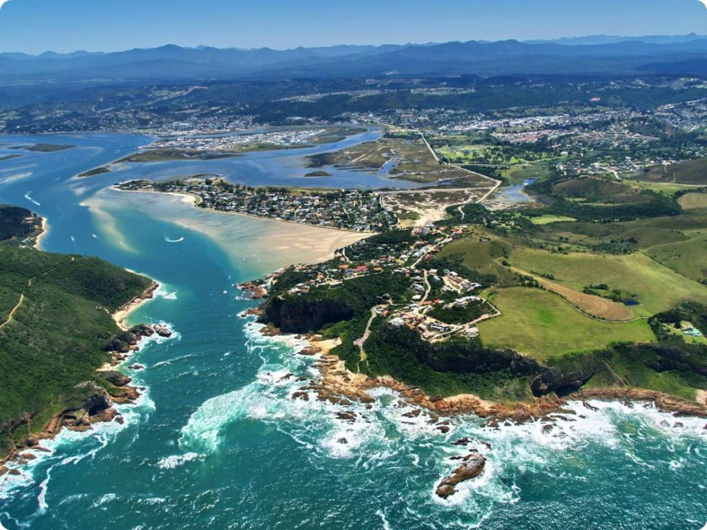 Tourist boat capsizes at Knysna Heads