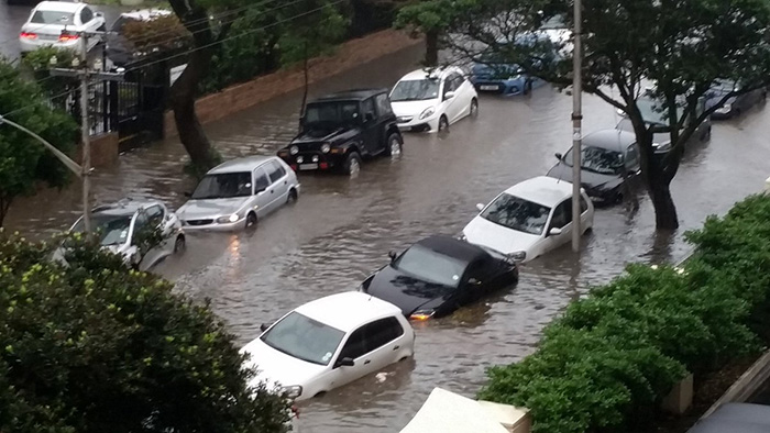 Rain causes flooding in Cape Town