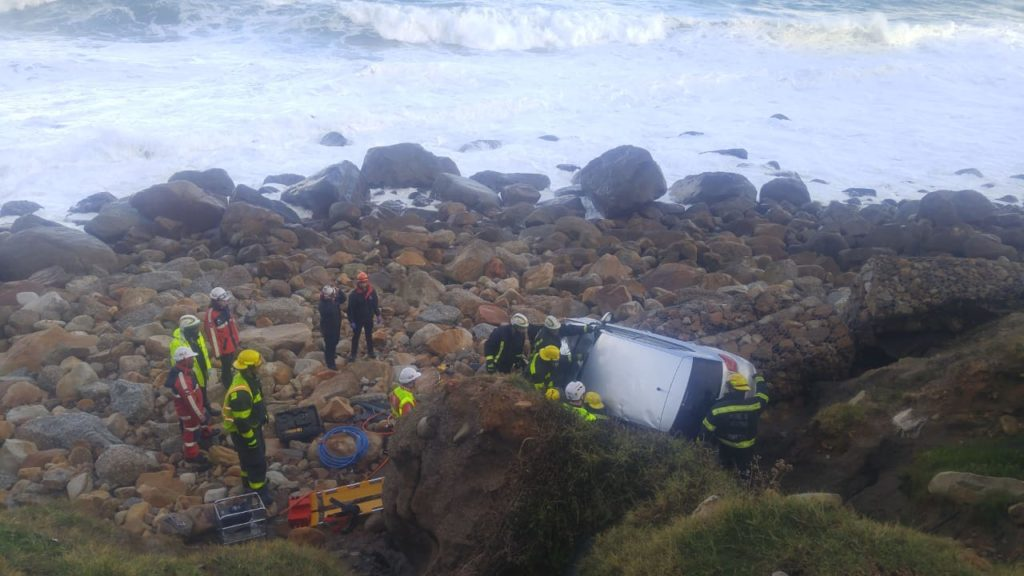 Pictures: Car drives off Camps Bay Cliff