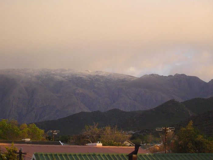 PICTURES: Snow falls across the Western Cape