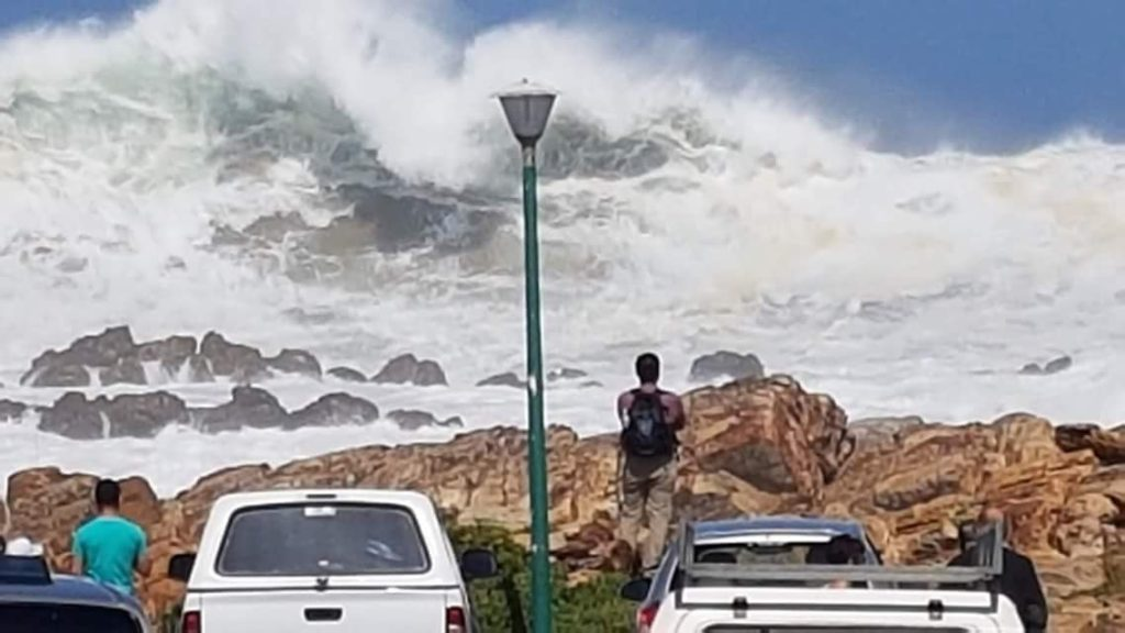 Massive waves hit Mossel Bay and East London