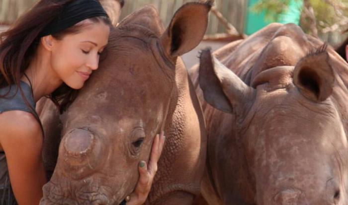 Scary Movie actress helps save rhinos