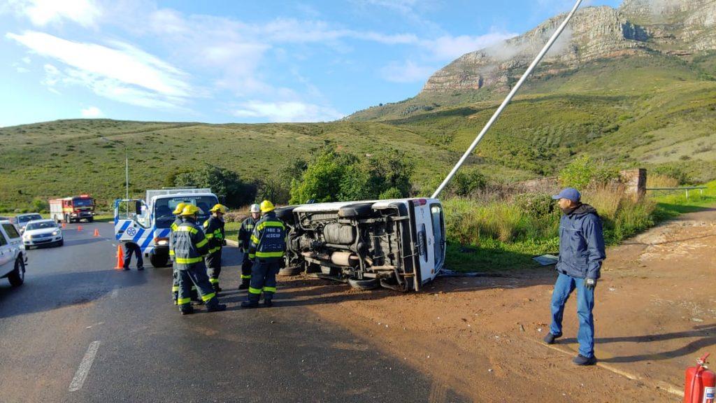 Driver flees accident involving children