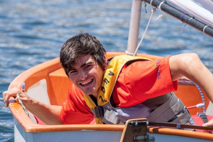 Local amputee wins sailing race