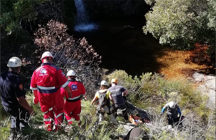 Rescuers trek 3 hours to help injured hiker