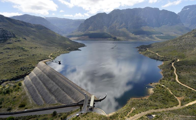 As Cape Town heats up, dam levels go down