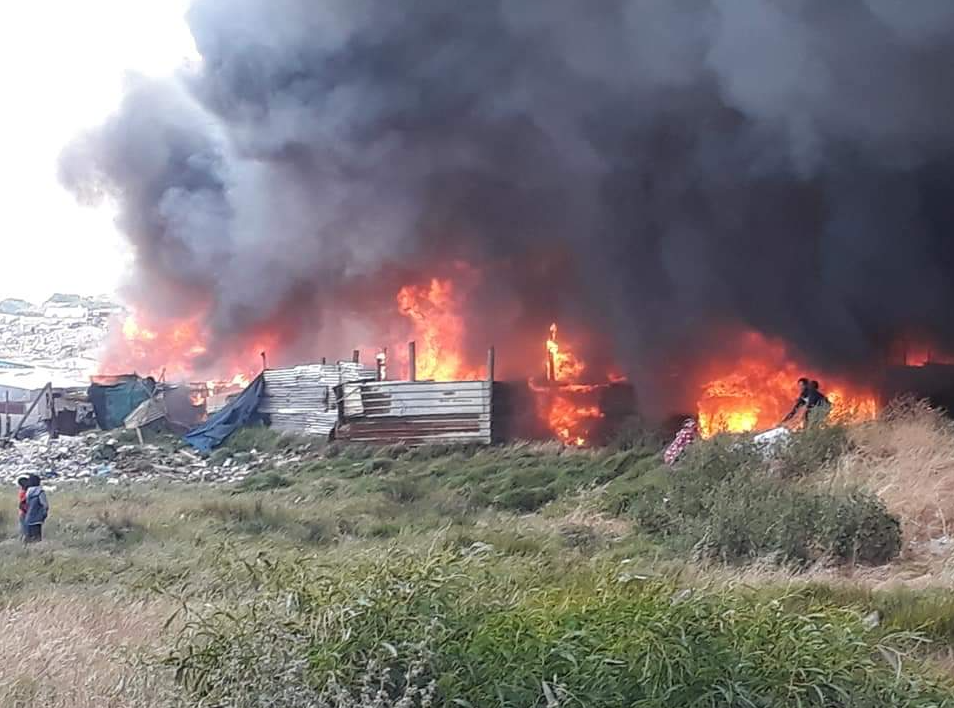 PICTURES: Fire ravages homes near Muizenberg