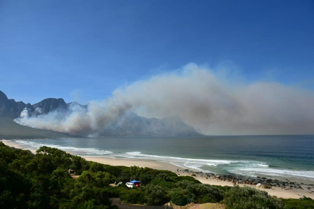 Koggelbaai Mountain Fire causes road closure