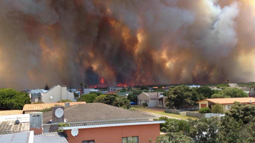 PICTURES: Overberg fires burn out of control
